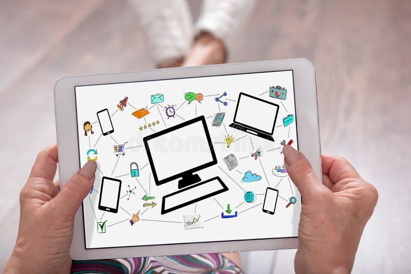 Conceito de uma comunicação da rede em uma tabuleta foto de stock royalty free