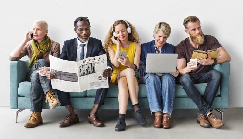 Conceito de uma comunicação do estilo de vida do grupo de pessoas da diversidade fotografia de stock