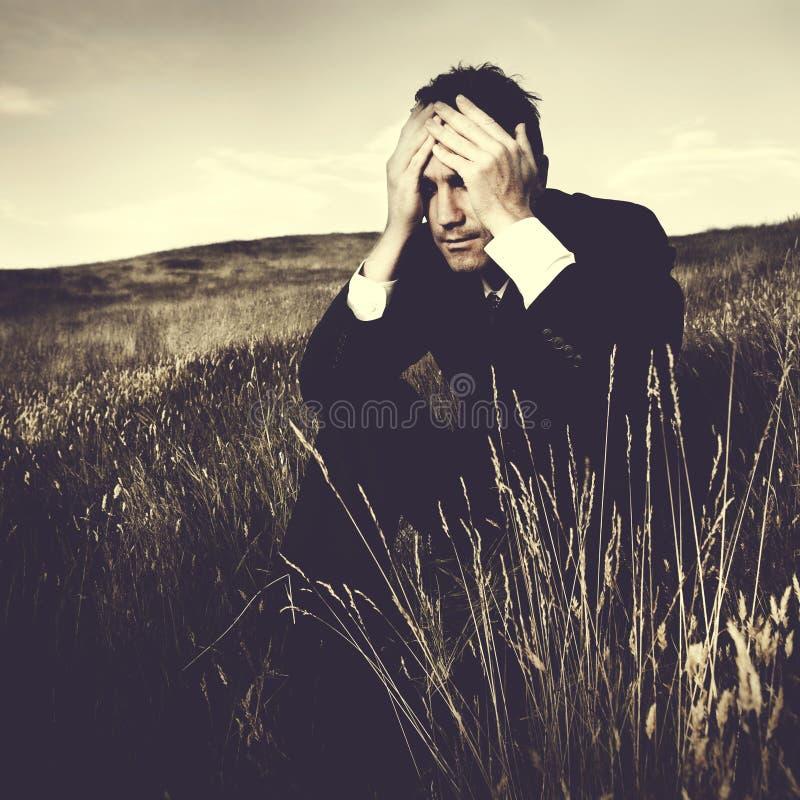 Conceito deprimido de Stress Failure Lonely do homem de negócios imagem de stock