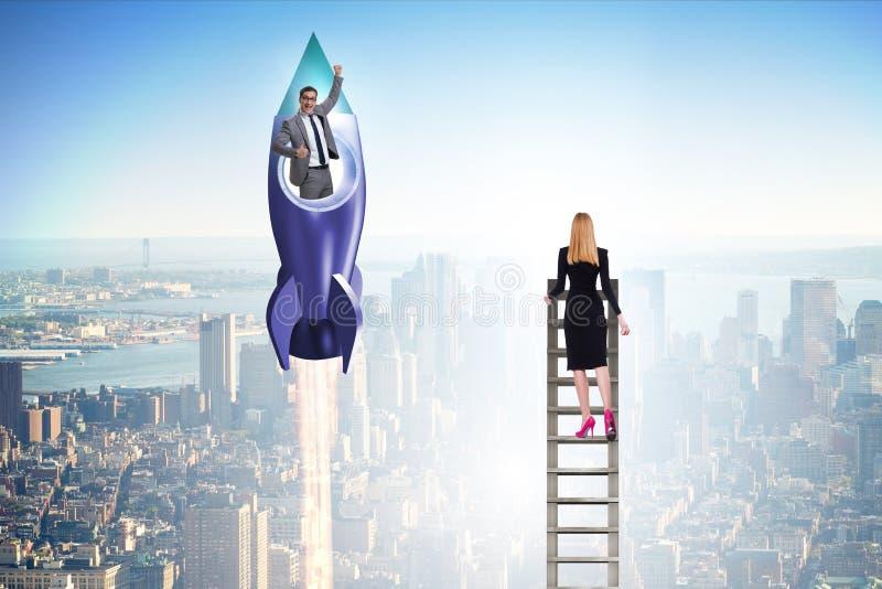 Conceito desigual das oportunidades da carreira para homens e mulheres foto de stock