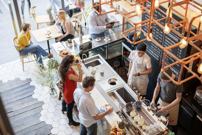 Conceito do abrandamento do restaurante do café do contador da barra da cafetaria imagem de stock