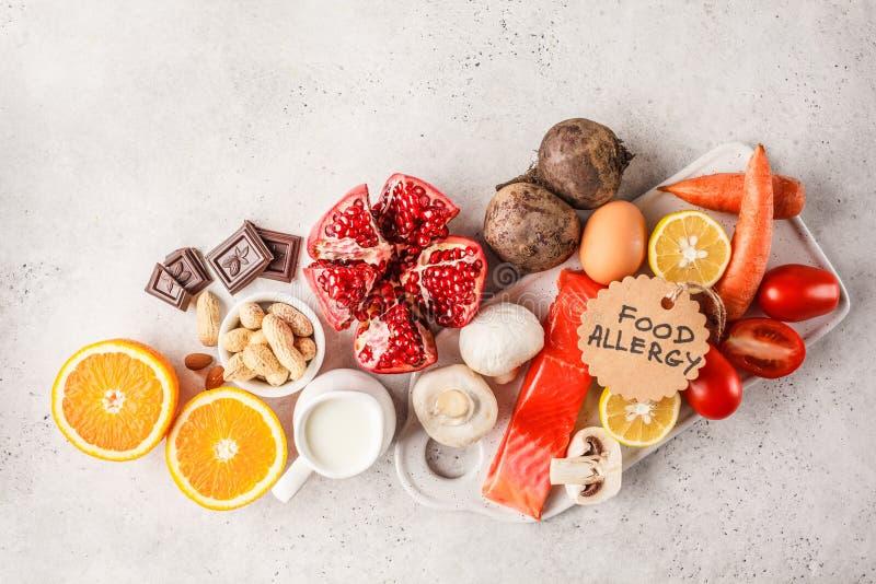Conceito do alimento da alergia Alergias aos peixes, ovos, citrinas, ch foto de stock royalty free
