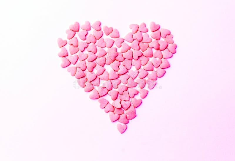Conceito do amor mínimo Queridos em um fundo colorido Projeto da arte contemporânea foto de stock