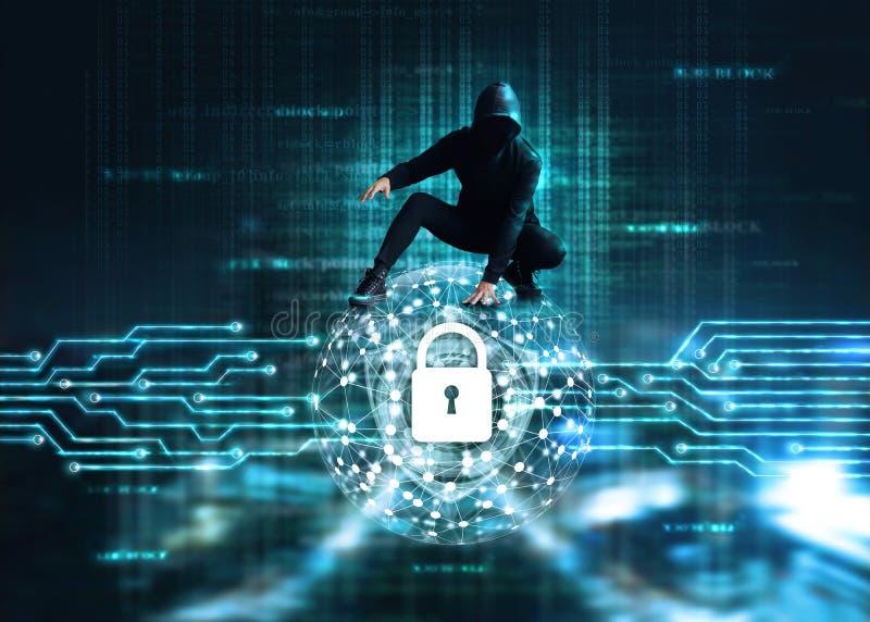 Conceito do ataque do Cyber, hacker do crime do Cyber no homem de negócios da rede global do círculo que verifica dados do mercad imagem de stock