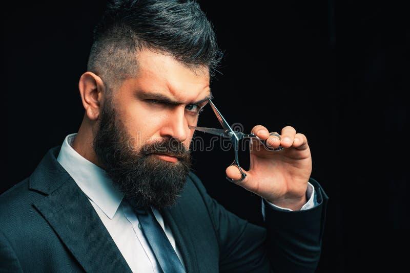 Conceito do barbeiro Barba perfeita Cortes de cabelo para homens ? moda e penteado Vintage do cabeleireiro e do barbeiro Barbeari imagem de stock royalty free