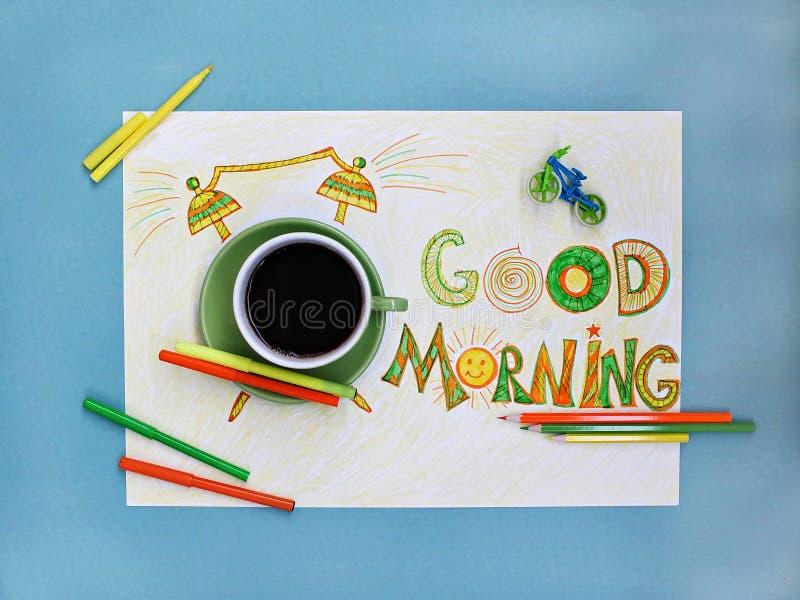 Conceito do café e do despertador do bom dia Xícara de café com o despertador tirado mão imagem de stock