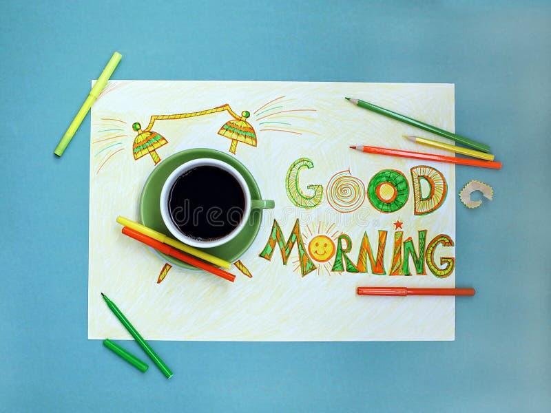 Conceito do café e do despertador do bom dia Xícara de café com o despertador tirado mão fotografia de stock
