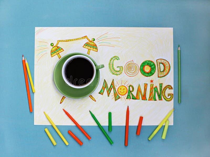 Conceito do café e do despertador do bom dia Xícara de café com o despertador tirado mão imagens de stock royalty free