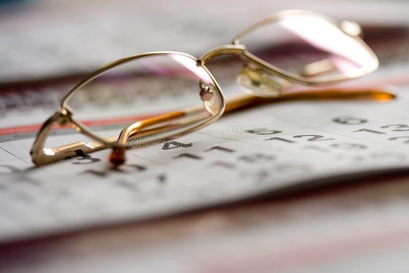 Conceito do calendário e dos vidros fotos de stock