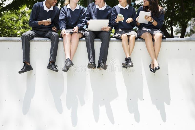 Conceito do conhecimento dos povos dos estudantes da educação imagem de stock royalty free