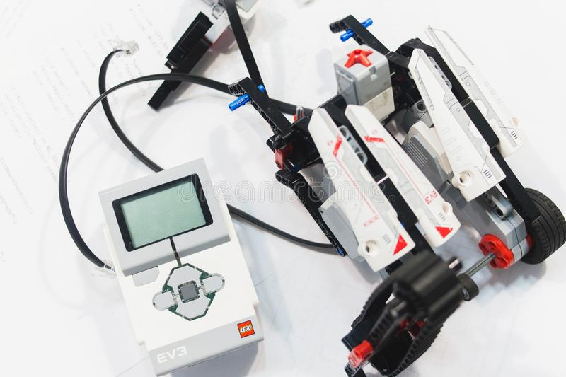 Conceito do conjunto da mecatrônica da robótica de Lego Eve imagem de stock royalty free