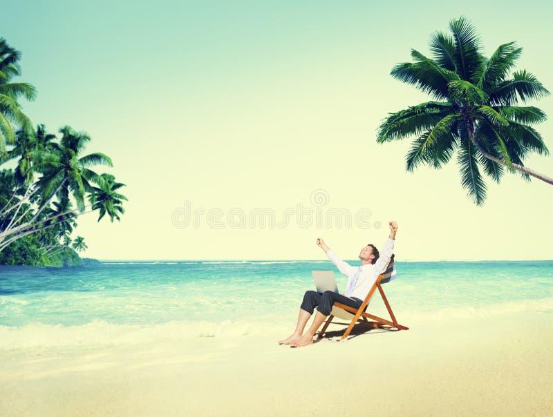 Conceito do destino de Relaxation Holiday Travel do homem de negócios imagens de stock