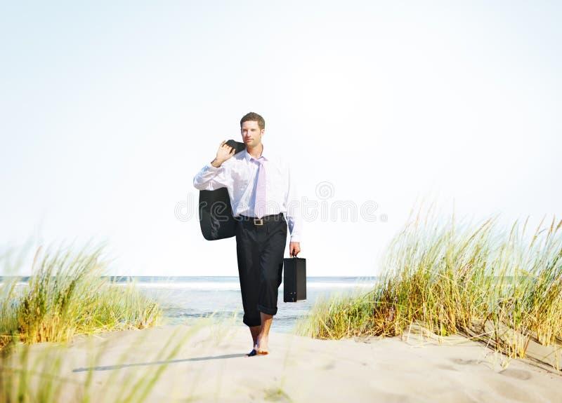 Conceito do destino de Relaxation Holiday Travel do homem de negócios imagem de stock royalty free