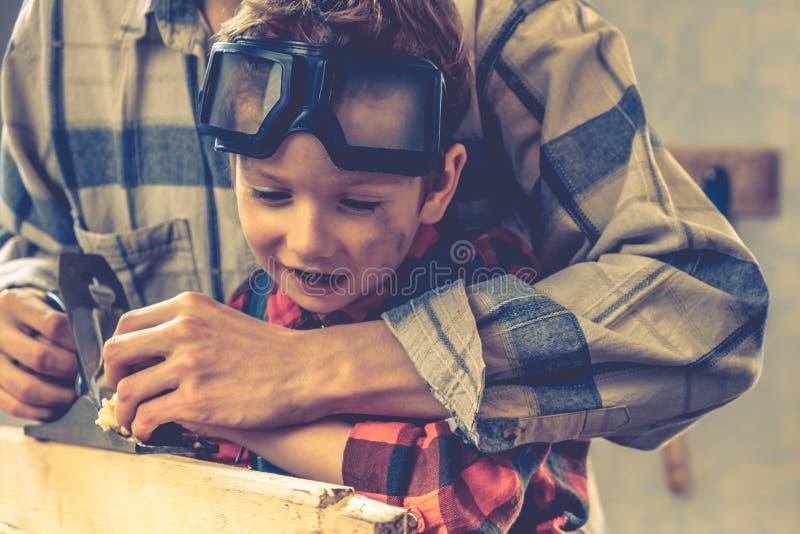 Conceito do dia de pais da crian?a, ferramenta do carpinteiro, casa da crian?a imagens de stock royalty free