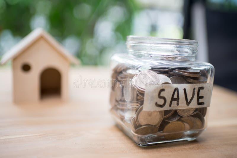 Conceito do dinheiro da economia para a casa Engodo da finança e do dinheiro do negócio imagens de stock
