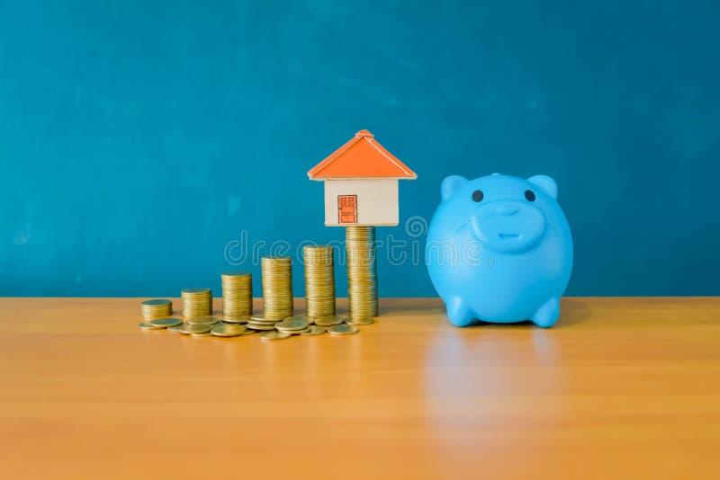 Conceito do dinheiro da economia para uma casa Finança do negócio e dinheiro c fotografia de stock
