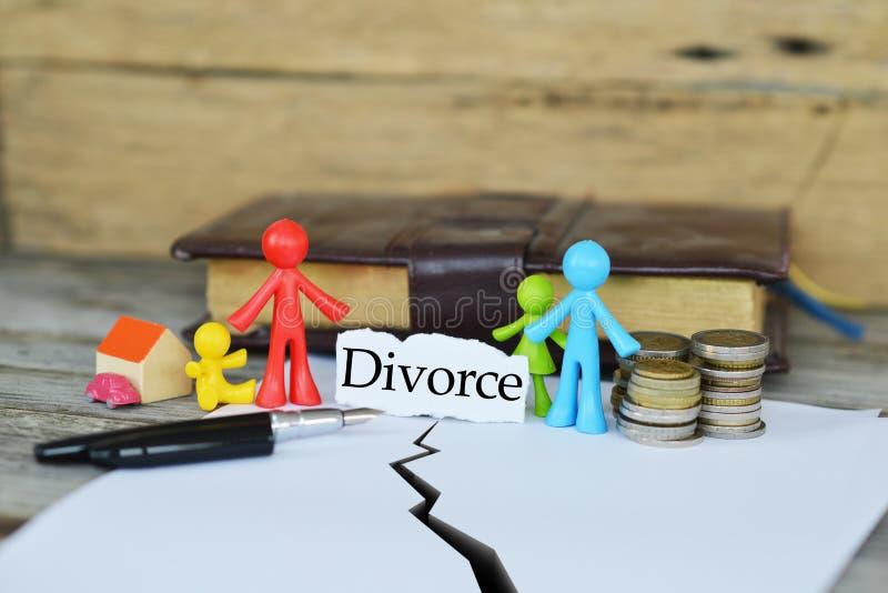 Conceito do divórcio e de dividir os bens ou as propriedades comuns foto de stock