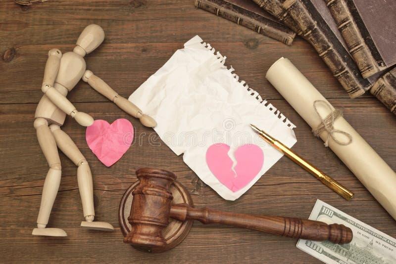 Conceito do divórcio na corte O martelo, livro de lei, julga o martelo imagem de stock