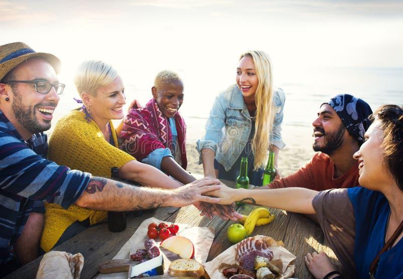 Conceito do divertimento de Team Friendship Leisure Vacation Togetherness fotografia de stock