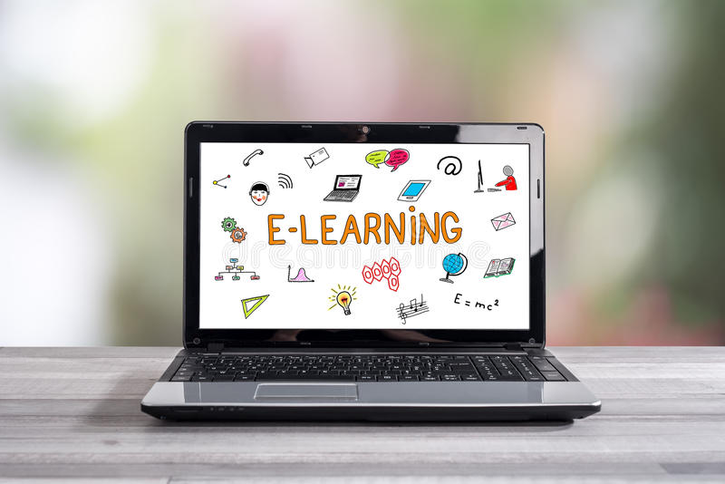 Conceito do ensino eletrónico em uma tela do portátil fotografia de stock royalty free