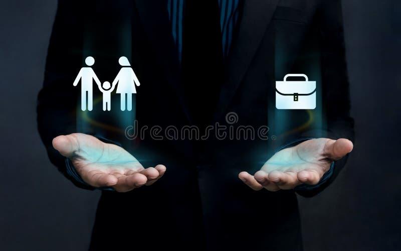 Conceito do equilíbrio da vida do trabalho, forma da família e pasta Fl do trabalho foto de stock