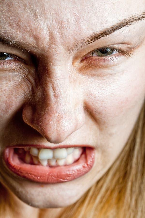 Conceito do esforço - close up na mulher desagradada irritada fotografia de stock royalty free