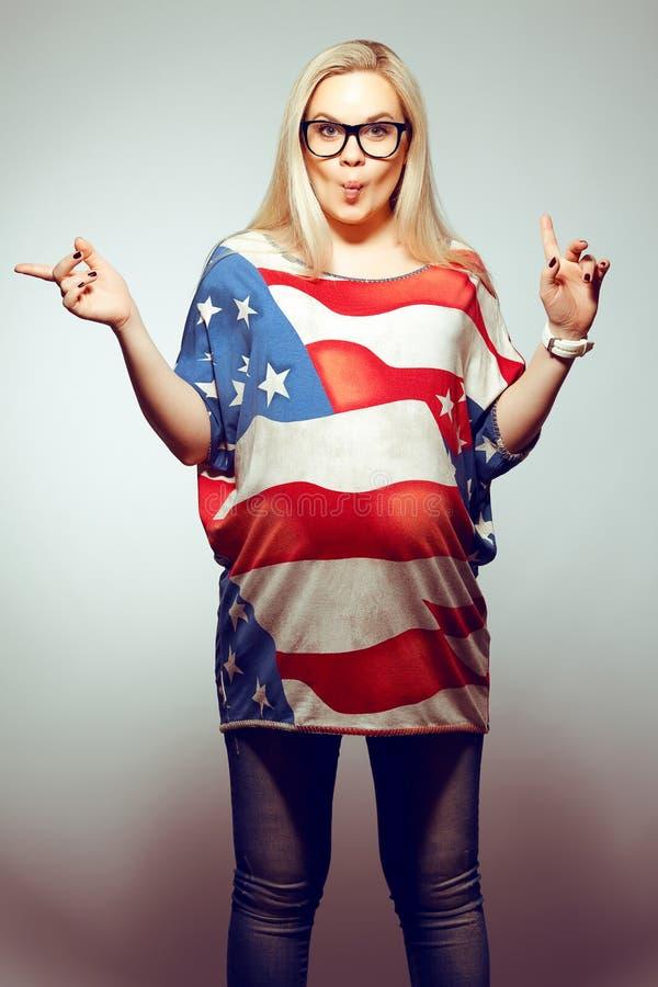 Conceito do estilo de vida do sonho americano: Mulher gravida nova imagem de stock