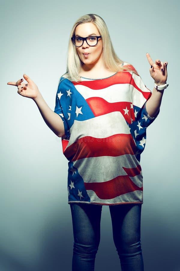 Conceito do estilo de vida do sonho americano: Mulher gravida nova imagens de stock royalty free