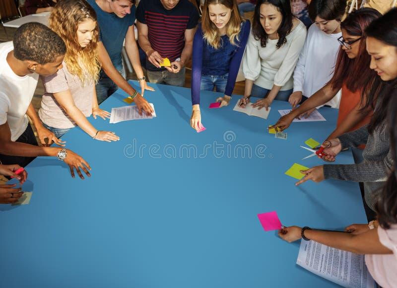 Conceito do estudo de Classmate Friends Understanding do estudante imagem de stock