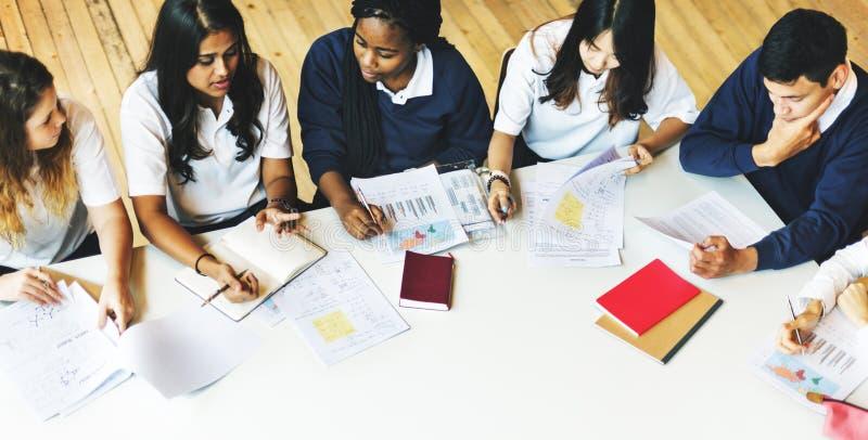Conceito do estudo de Classmate Friends Understanding do estudante foto de stock royalty free