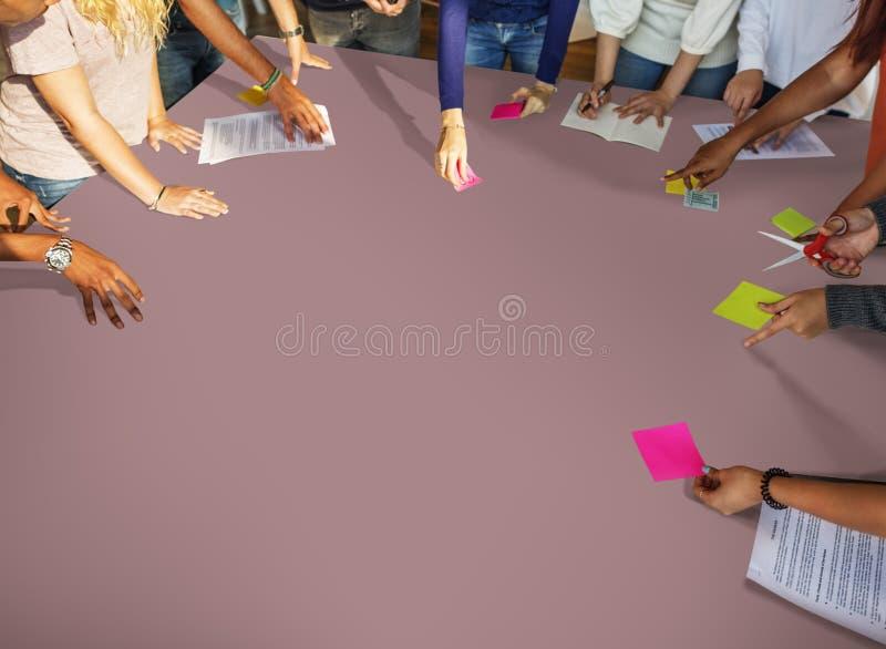 Conceito do estudo de Classmate Friends Understanding do estudante imagens de stock