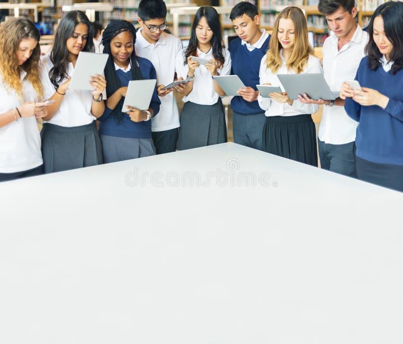 Conceito do estudo de Classmate Friends Understanding do estudante imagens de stock royalty free