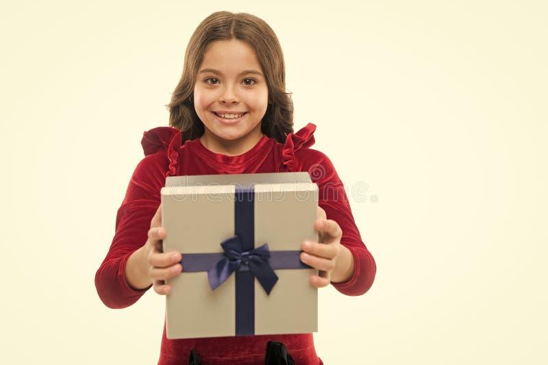 Conceito do feliz aniversario Caixa de presente do anivers?rio da posse da crian?a da menina Cada sonho da menina sobre tal surpr foto de stock royalty free