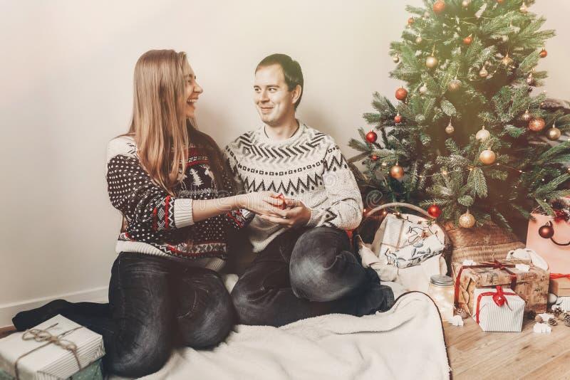 Conceito do Feliz Natal e do ano novo feliz golpe à moda do moderno imagem de stock royalty free