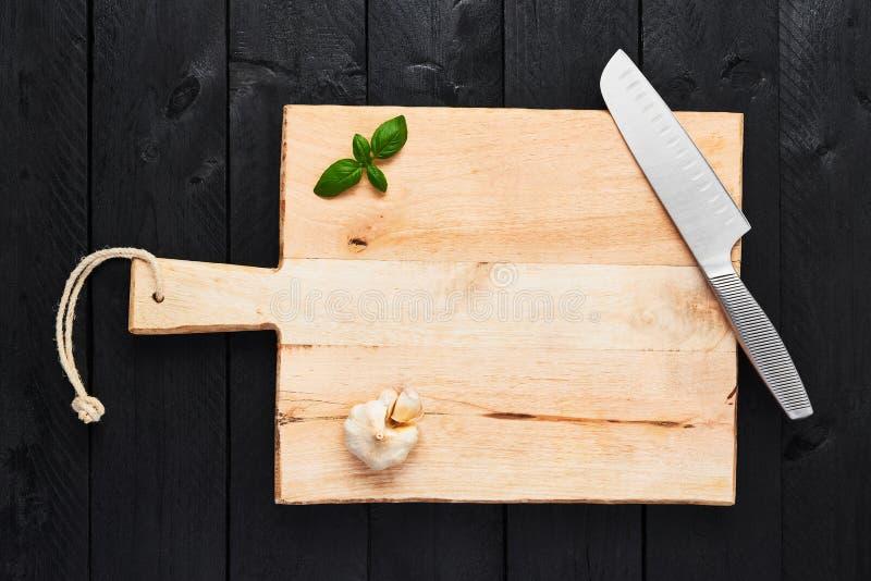 Conceito do fundo do alimento Placa de desbastamento com veg de aço inoxidável fotografia de stock royalty free