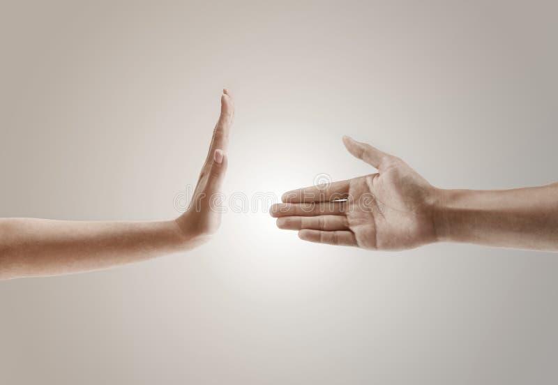 Conceito do gesto de mão de uma mão que recusa ao aperto de mão imagem de stock