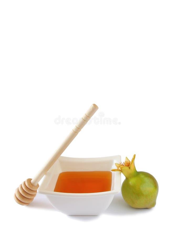 Conceito do hashanah de Rosh (feriado do jewesh) - mel e romã isolados no branco símbolos tradicionais do feriado foto de stock