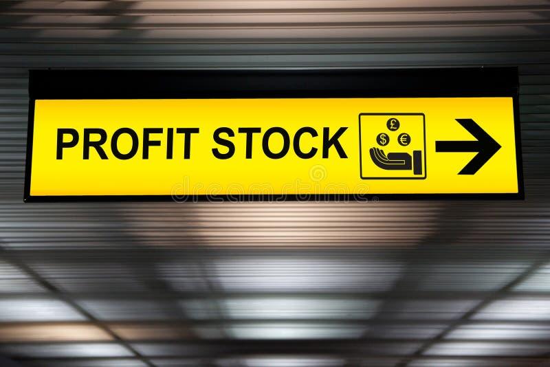 Conceito do investimento financeiro do negócio: amarelo conservado em estoque do lucro do dinheiro imagens de stock