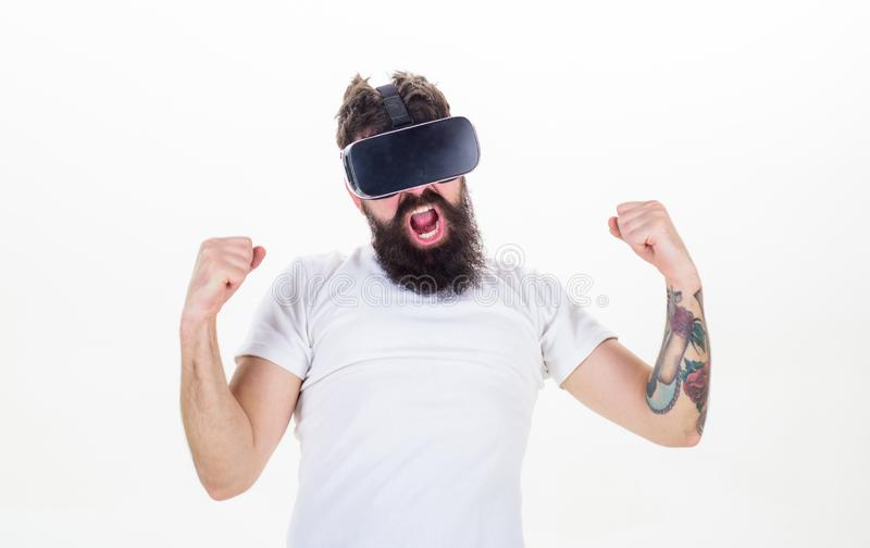Conceito do jogo da realidade do Cyber Indiv?duo virtual da competi??o da vit?ria com exposi??o montada principal para interagir  fotografia de stock