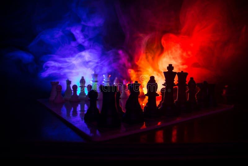 Conceito do jogo de mesa da xadrez do conceito das ideias do negócio e das ideias da competição ou da estratégia A xadrez figura  foto de stock