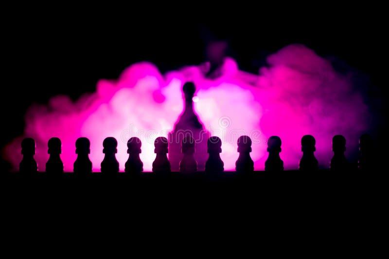 Conceito do jogo de mesa da xadrez do conceito das ideias do negócio e das ideias da competição ou da estratégia A xadrez figura  imagens de stock
