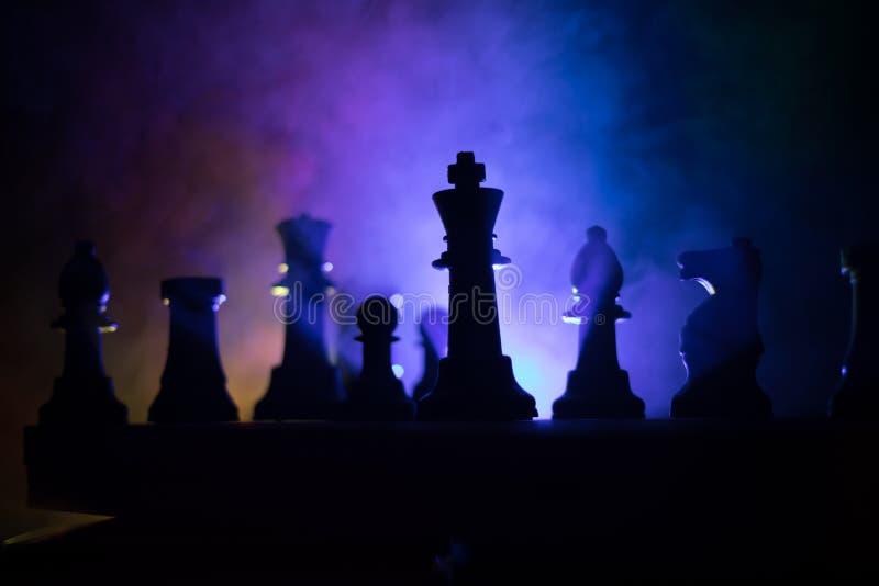Conceito do jogo de mesa da xadrez do conceito das ideias do negócio e das ideias da competição ou da estratégia A xadrez figura  imagens de stock royalty free