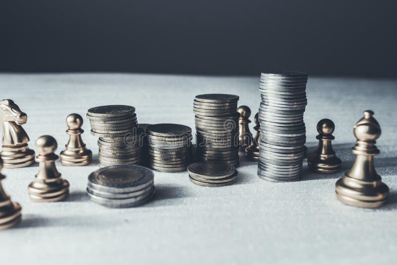 Conceito do jogo de mesa da xadrez de ideias e de competição do negócio imagem de stock