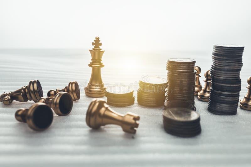 Conceito do jogo de mesa da xadrez de ideias do negócio e de sucesso do plano da competição e da estratégia imagens de stock
