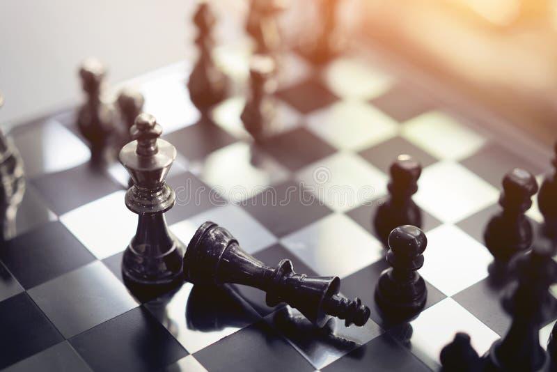 Conceito do jogo de mesa da xadrez, planeamento da competição e da estratégia de ideias do sucesso comercial imagem de stock royalty free