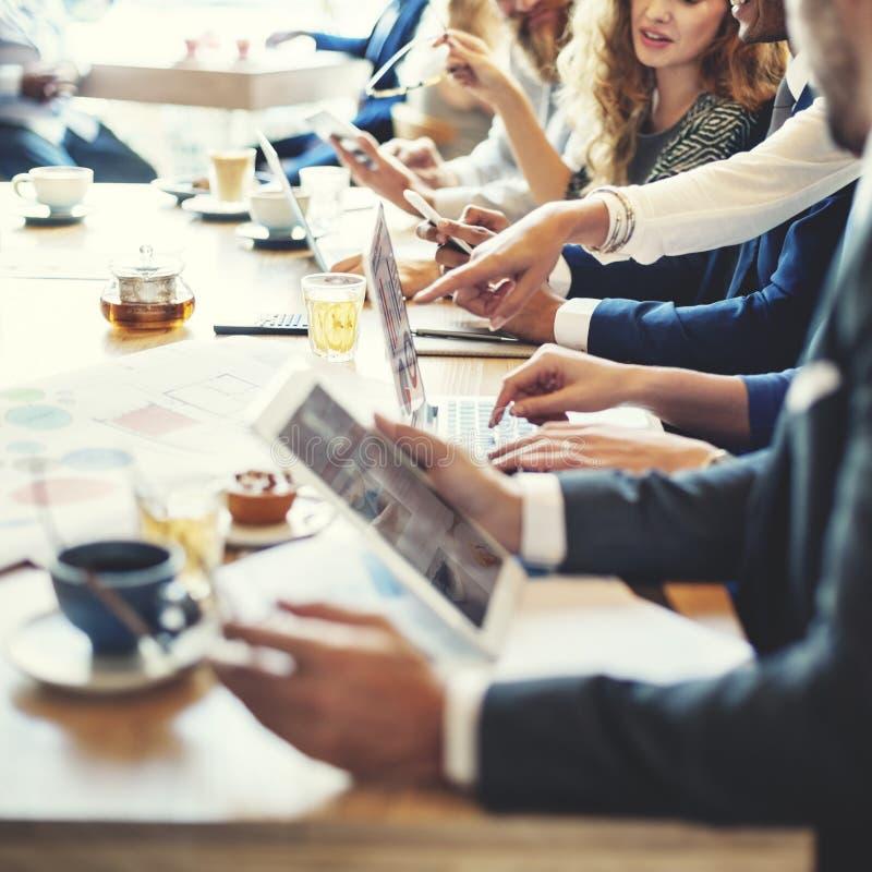 Conceito do negócio da analítica do gráfico da discussão da reunião fotografia de stock royalty free