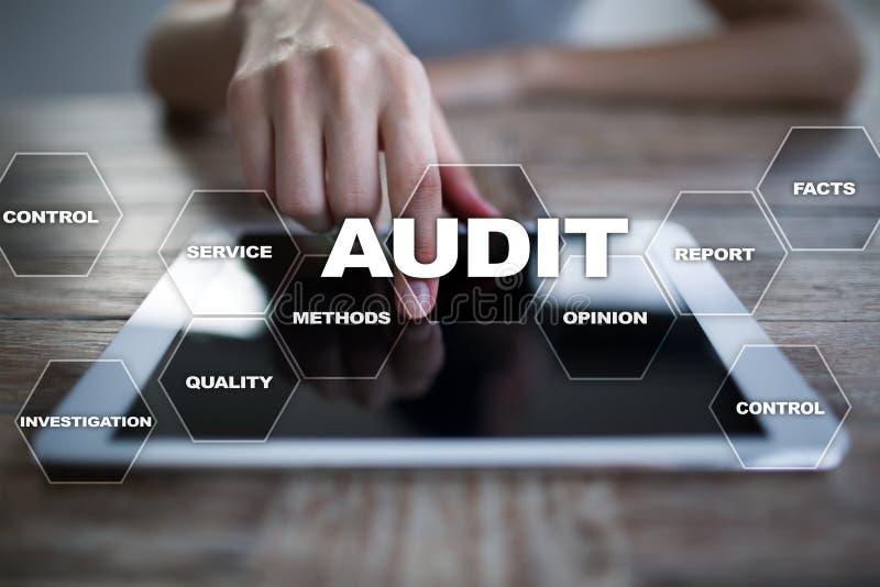 Conceito do negócio da auditoria auditor conformidade Tecnologia da tela virtual imagens de stock royalty free