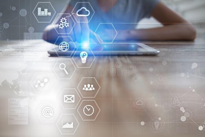 Conceito do negócio e da tecnologia Gráficos e ícones na tela virtual imagem de stock