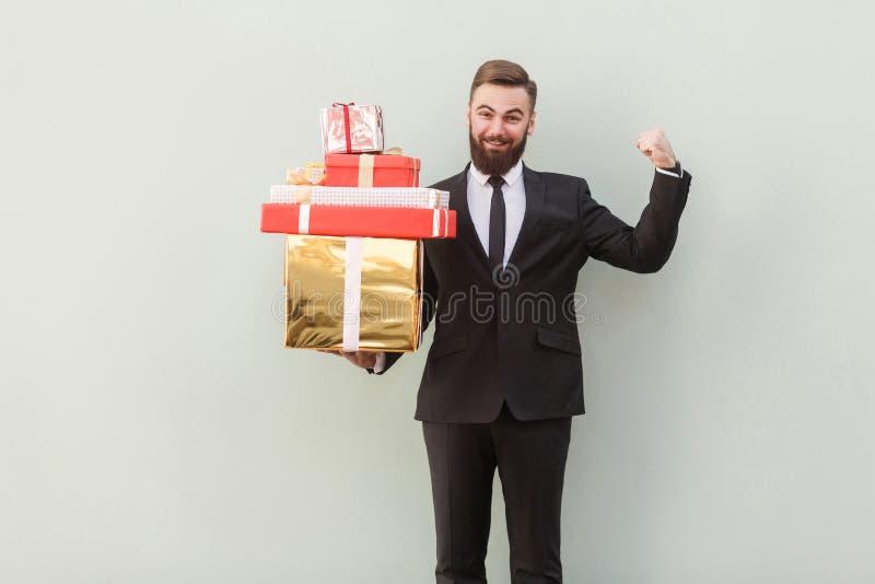 Conceito do negócio Mim ` m que guarda muitas caixas quando ` m de i forte imagens de stock