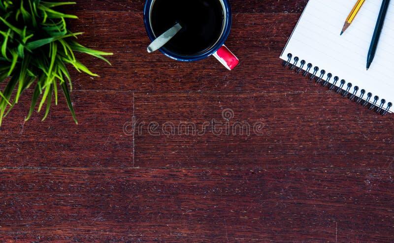 Conceito do negócio - tampo da mesa de madeira com espaço da cópia imagem de stock